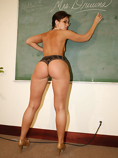 sexy milf teacher with huge ol' butt
