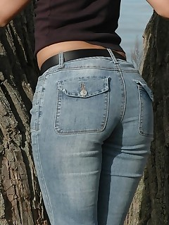 Large arse beauties in jeans