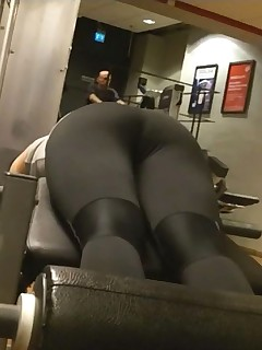 Hawt tight booty nubiles in yoga pants!