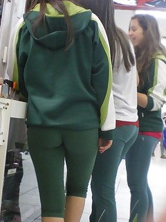 Sexy thick ass teens in yoga pants!