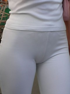 Sexy tight rump nubiles in yoga pants!