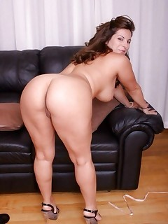 Featuring curvy figured ladies and great biggest bums