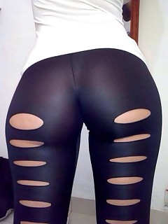Hot corpulent booty nubiles in yoga pants!