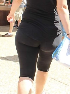 Sexy phat bum nubiles in yoga pants!