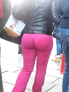 Hawt chunky arse nubiles in yoga pants!