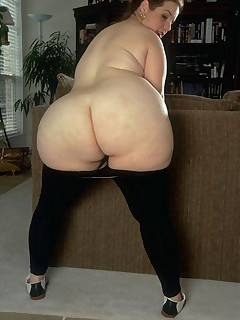 Featuring curvy figured ladies and great wet bums
