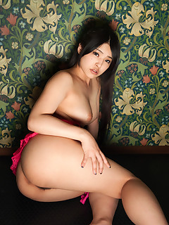 Hawt asian round booty and fat booty women