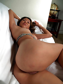Hot asian corpulent ass and corpulent ass babes