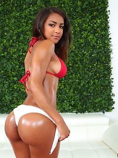 RoundAndBrown ™ presents Nicole Bexley in Hotty With A Booty