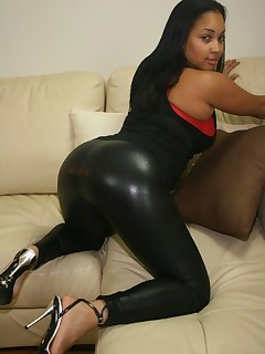 Large Darksome Ebony Ass in Yogapants!