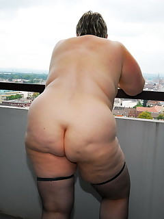 Older Rump - Huge collection of mammas bums photos!
