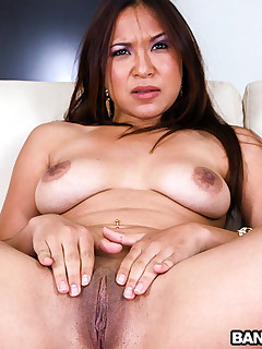 Asian Nympho Loves To Acquire Fuck