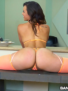 Kelsi Monroe and Her Big Ass Please A Fan