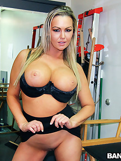 Sexy Massive Tit Blond Bonks Rocker Chap in the Backroom