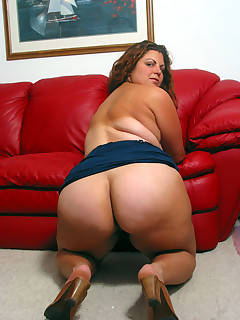 Huge arse girls. Many images..