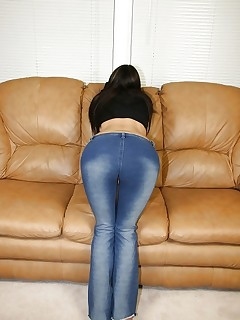 Bubble butt cuties in jeans