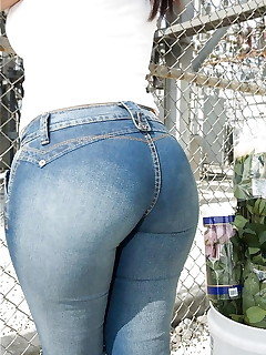 Juicy booty angels in jeans
