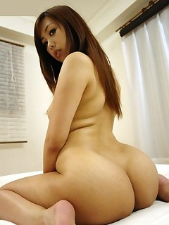 Sexy oriental huge rump and..