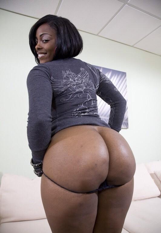 огромная жопа черной мамочки везде
