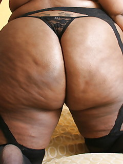 Dark women with giant rumps